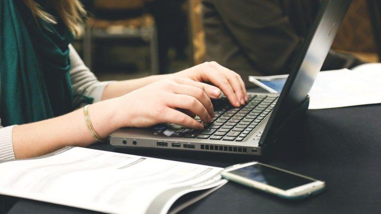 Tłumaczenie umów firmowych – co warto wiedzieć na ten temat?